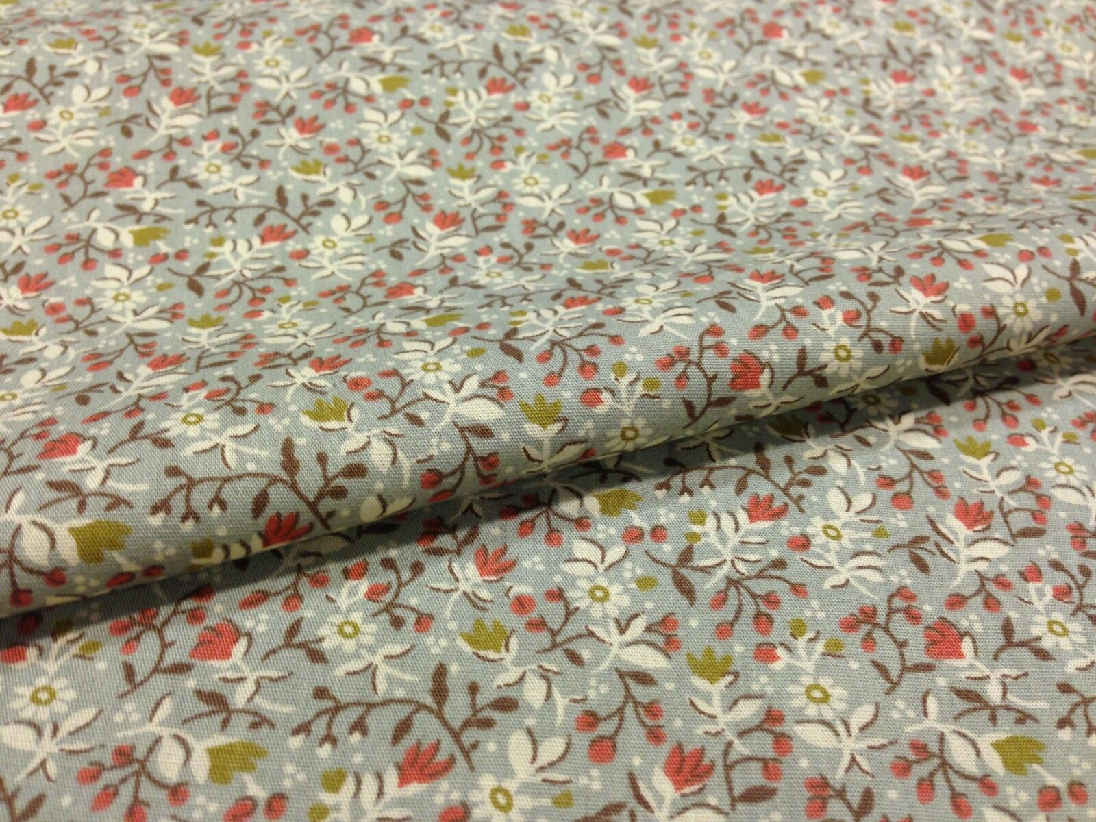 "100% Cotton Printed Fabric 58"" Wide Floral Small - Per Metre-Midtex M120"