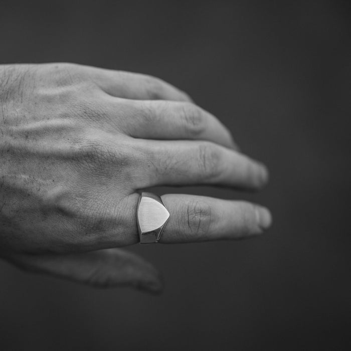 SMALL NAKED SHIELD RING