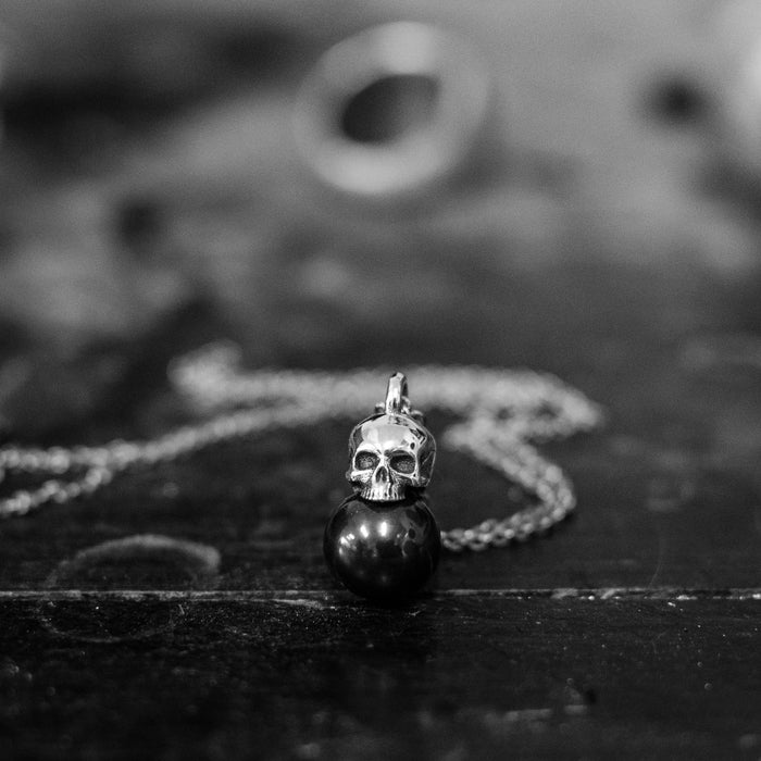 The Skull Black Pearl pendant