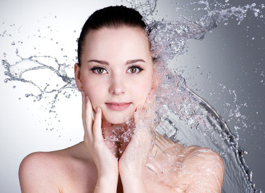 Seven magic steps of washing face : Wash away the wrinkles on the face