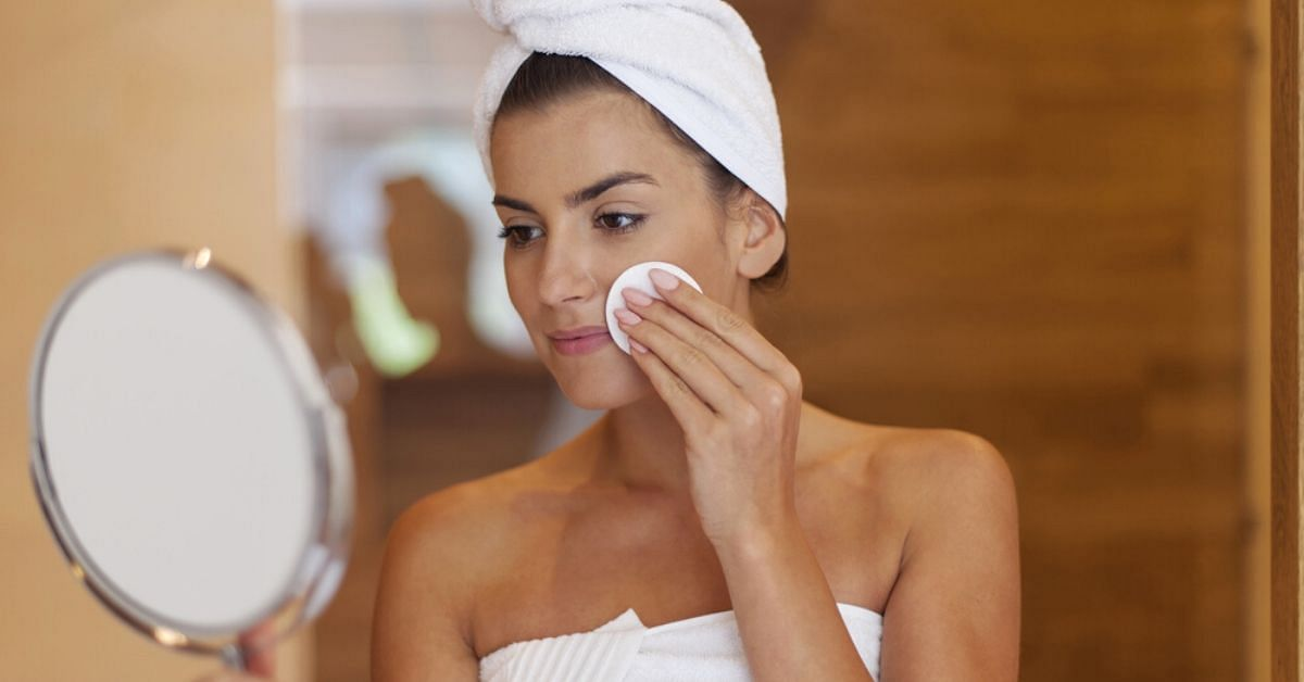 ow_can_I_Make_the_Perfume_Smell_Last_Longer_pleasing_care_makeup_remover