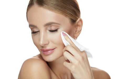 Traditional_Makeup_Wipes-Debunking_Common_Makeup_Removers