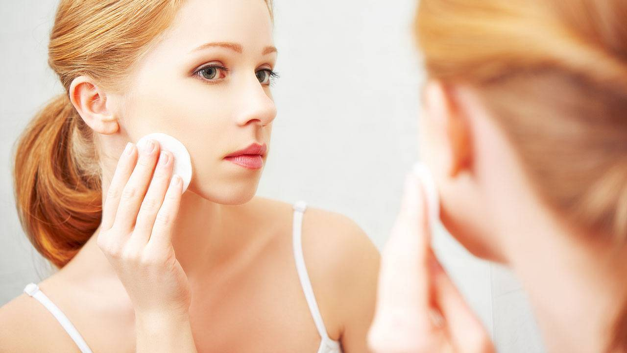 Why-You-Should-Remove-Your-Makeup-Before-Bed-Desktop