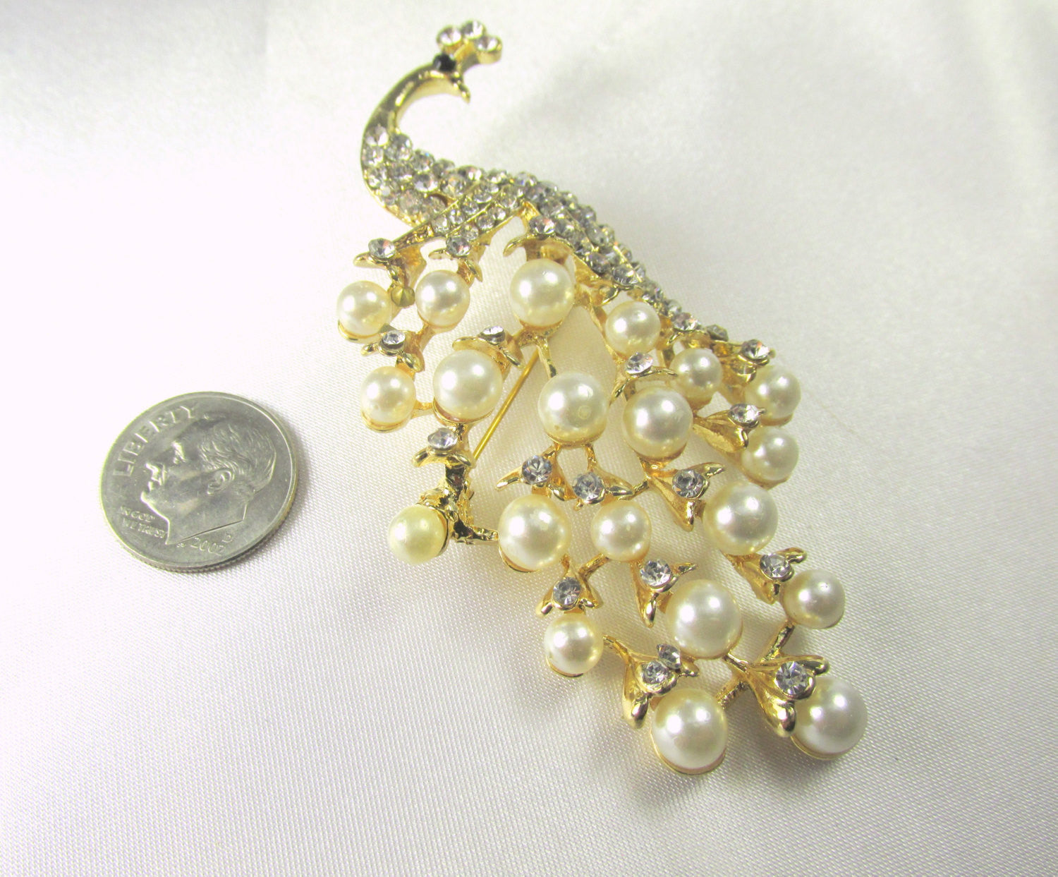 Peacock Brooch with White Pearls and Clear Crystals in Gold - Odyssey Cache - 4