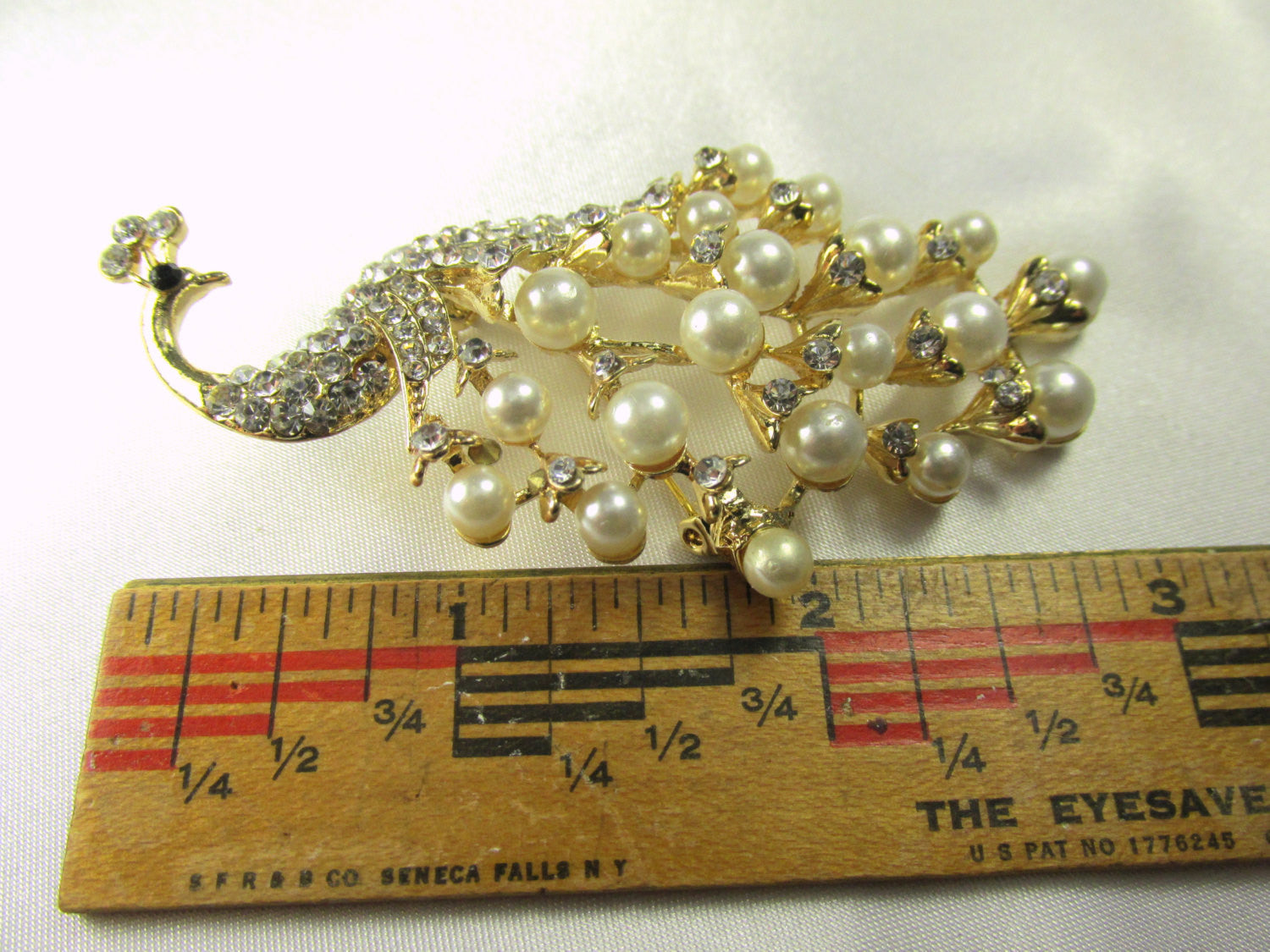 Peacock Brooch with White Pearls and Clear Crystals in Gold - Odyssey Cache - 5