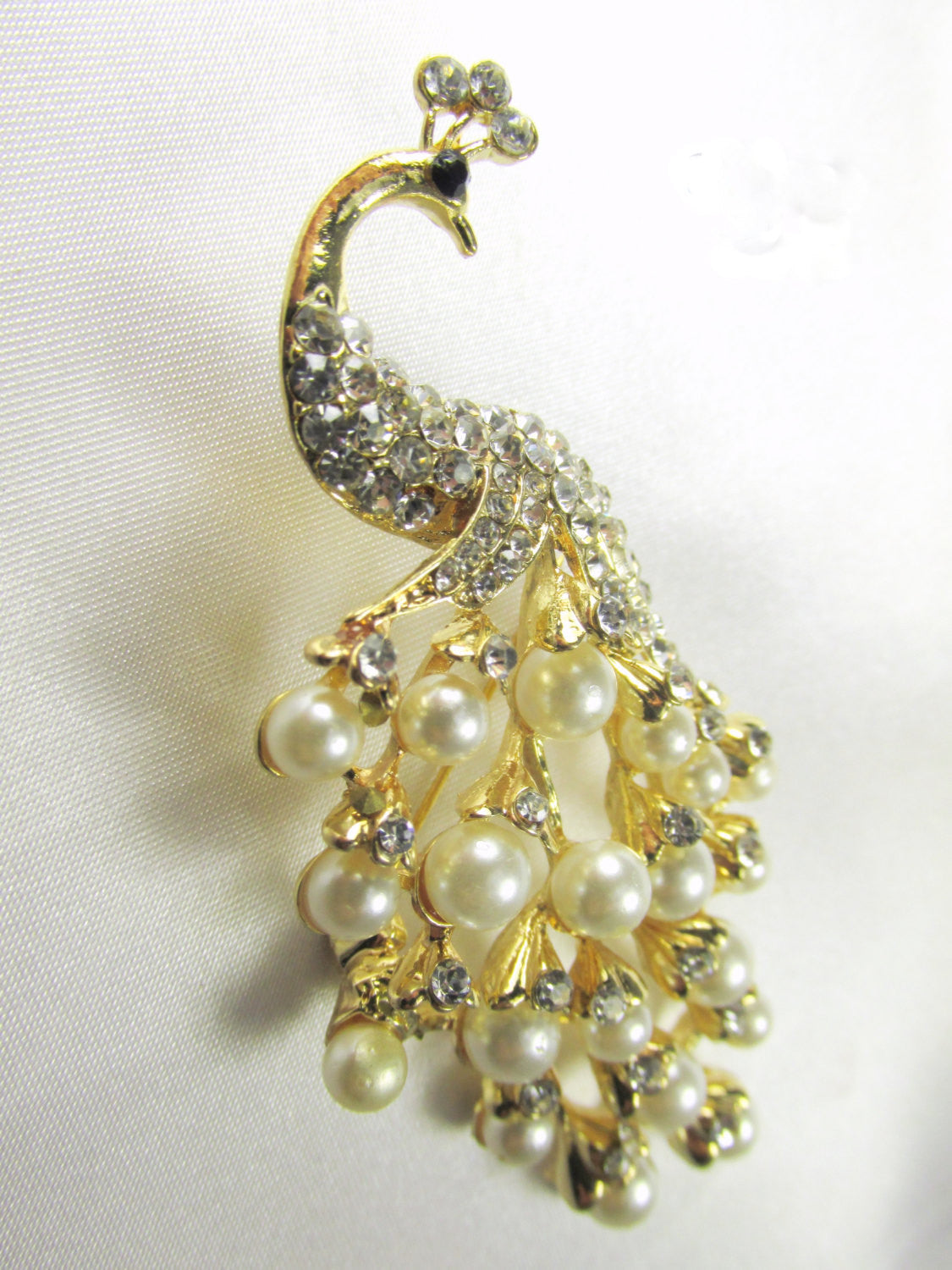 Peacock Brooch with White Pearls and Clear Crystals in Gold - Odyssey Cache - 2