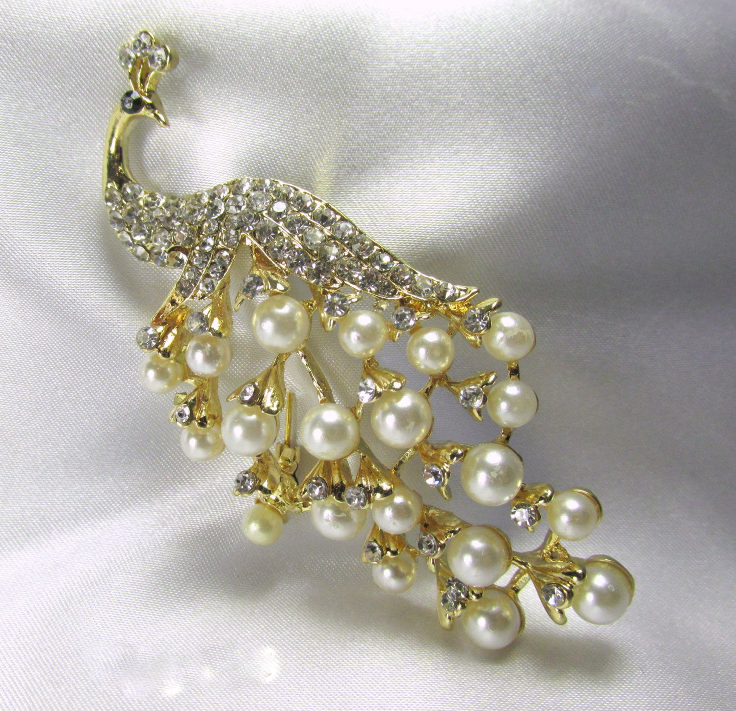 Peacock Brooch with White Pearls and Clear Crystals in Gold - Odyssey Cache - 3