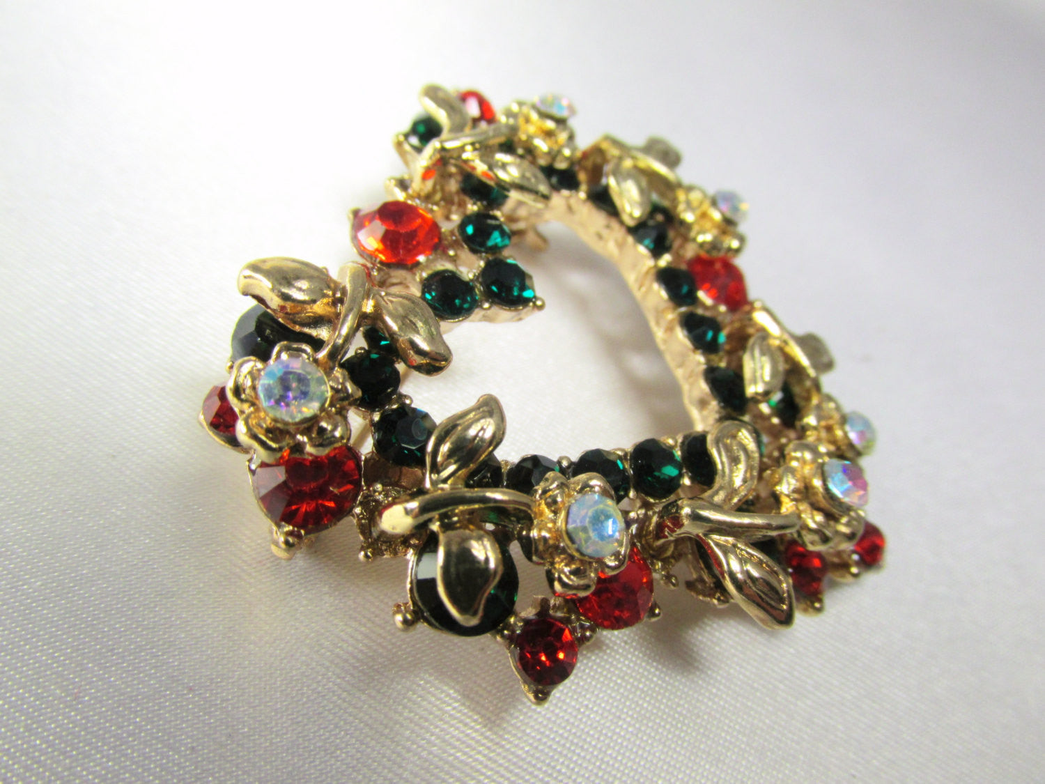 Christmas Heart Wreath Brooch in Green, Red, Crystal AB and Gold - Odyssey Cache - 3