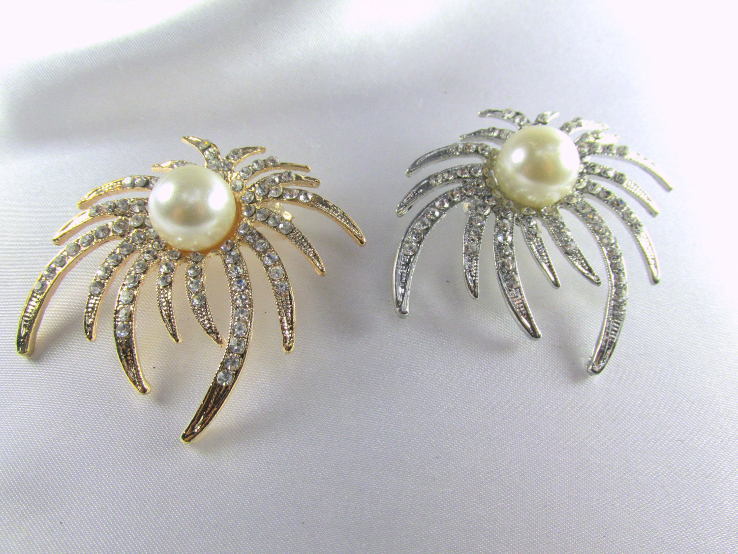 Silver Ivory White Pearl and Crystal Sunburst Brooch - Odyssey Cache - 4