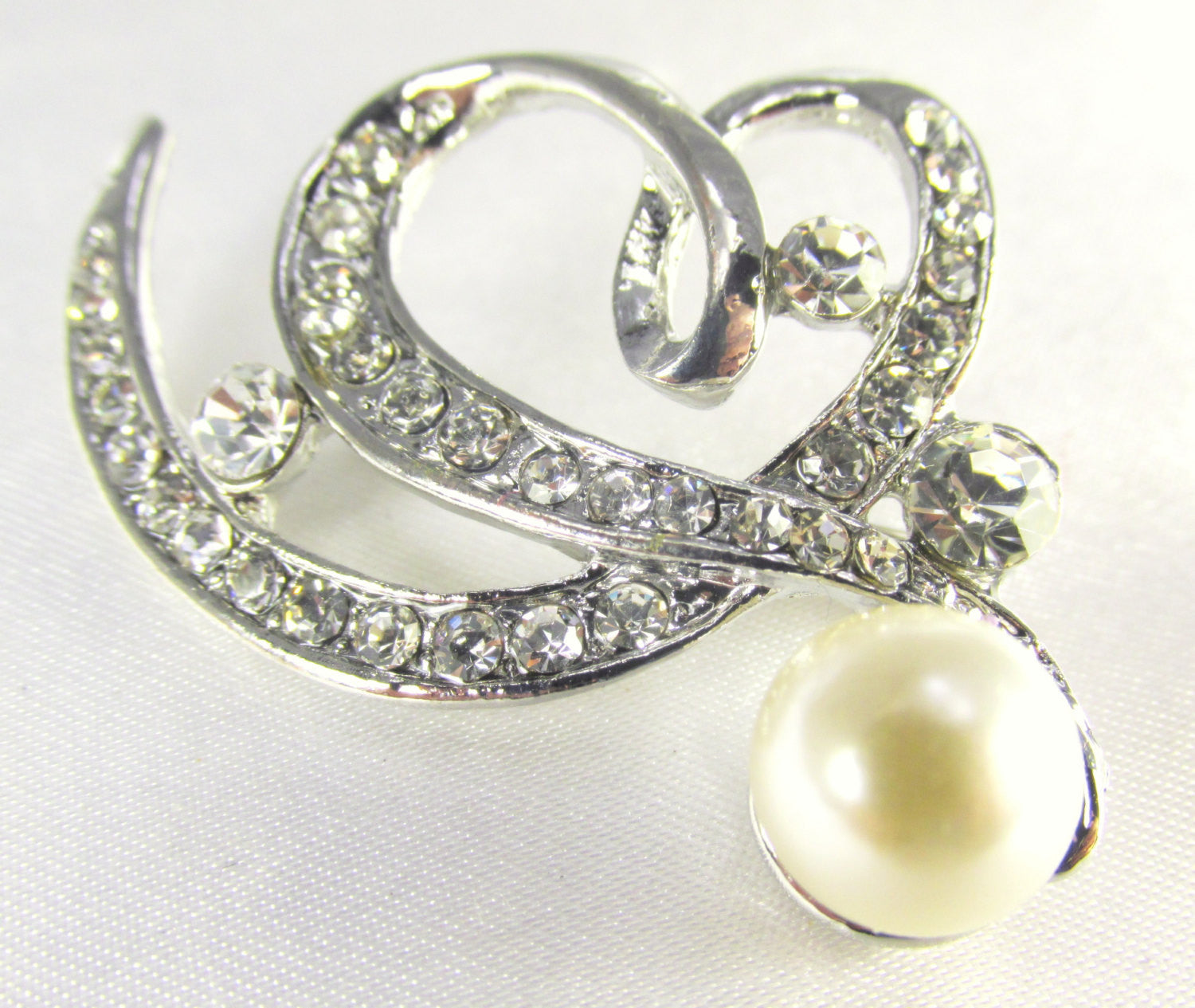 Ivory Off White Pearl Heart Brooch in Antique Silver - Odyssey Cache - 1