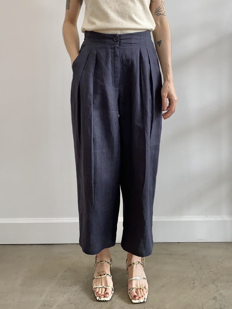 7115 by Szeki Pleated Trouser Slate Linen