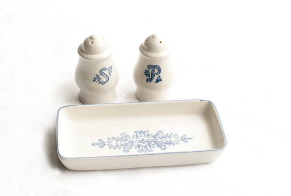 Vintage Pfaltzgraff Yorktowne Salt And Pepper Shakers White Gray Blue Floral
