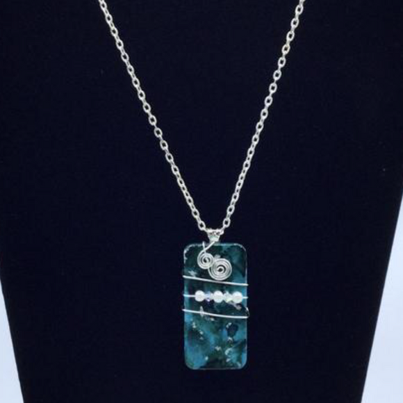 Pendant and chain necklace