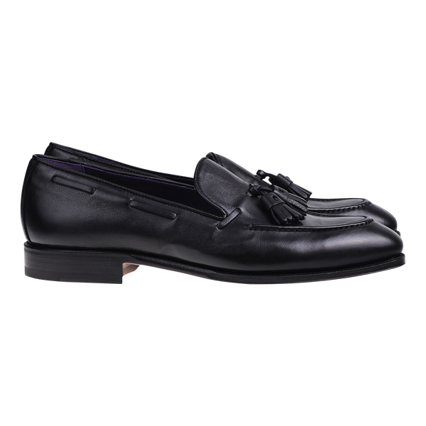 Carmina Tassel Loafer in Black Rusticalf