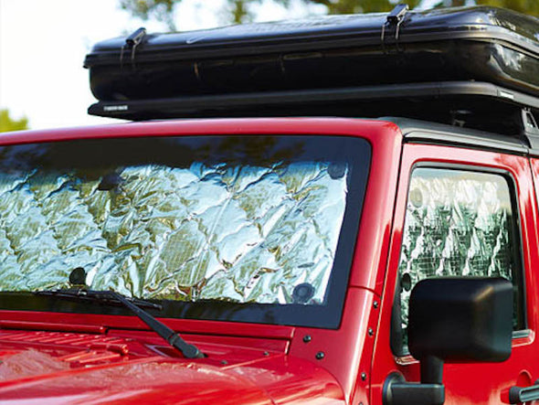 Reversible insulation kit sun shade in red Jeep JKU