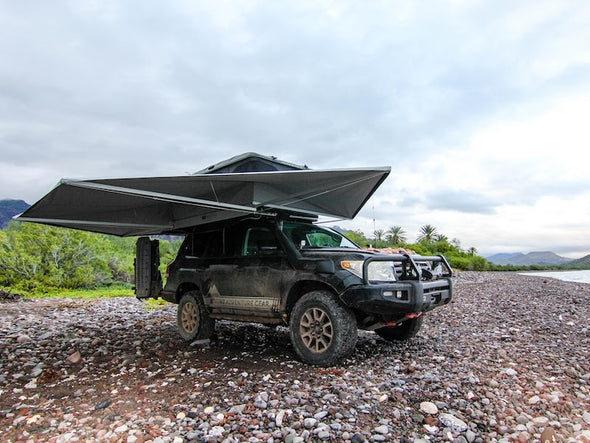 360 degree roof rack mounted awning on Toyota Land Cruiser