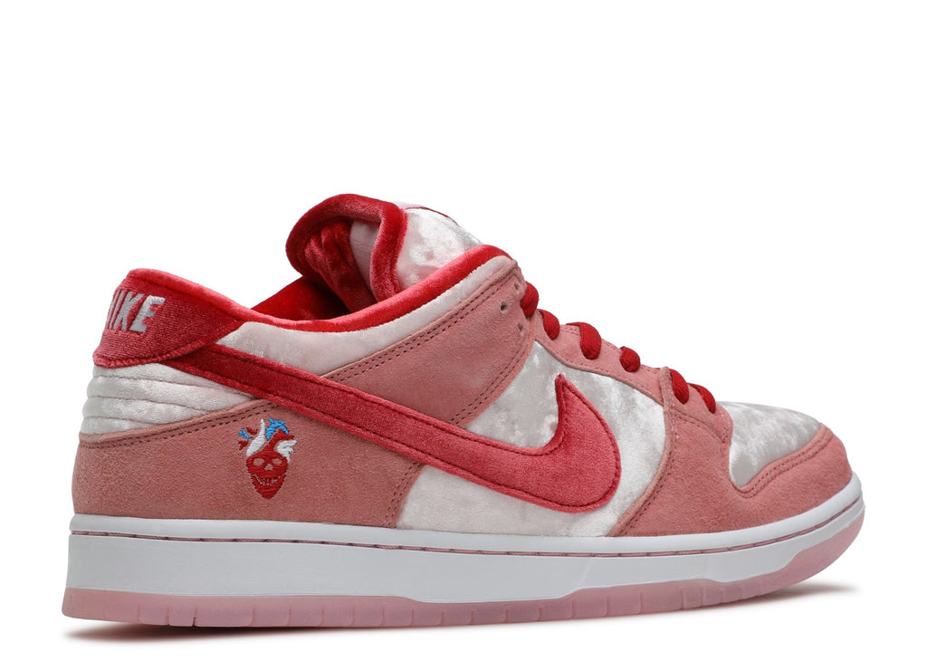 "NIKE SB DUNK LOW ""STRANGER LOVE"""