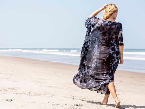 Henna Sipari - Lookbook - Long Silk Kaftan - Resortwear