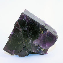 fluorite-crystals-purple cube-front-view