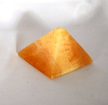Pyramid-golden-Calcite-polished-4-sides-small