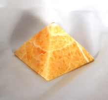 Pyramid-golden-Calcite-polished-4-sides-large