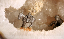 60145_Agate Half showing detail of horse and miner