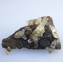 quartz-spears-pyrite-galena-Missouri-front view