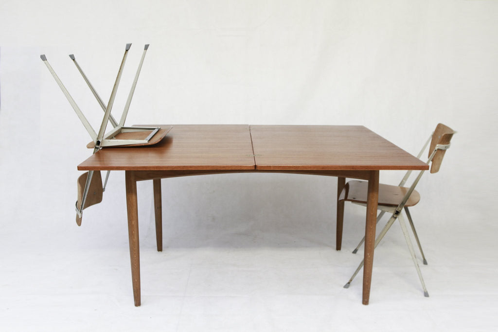 Table de repas scandinave extensible en teck - Cartel de Belleville mobilier vintage paris