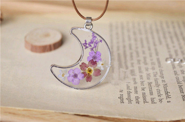 Dried Flowers Moon Necklace (2 Colors)
