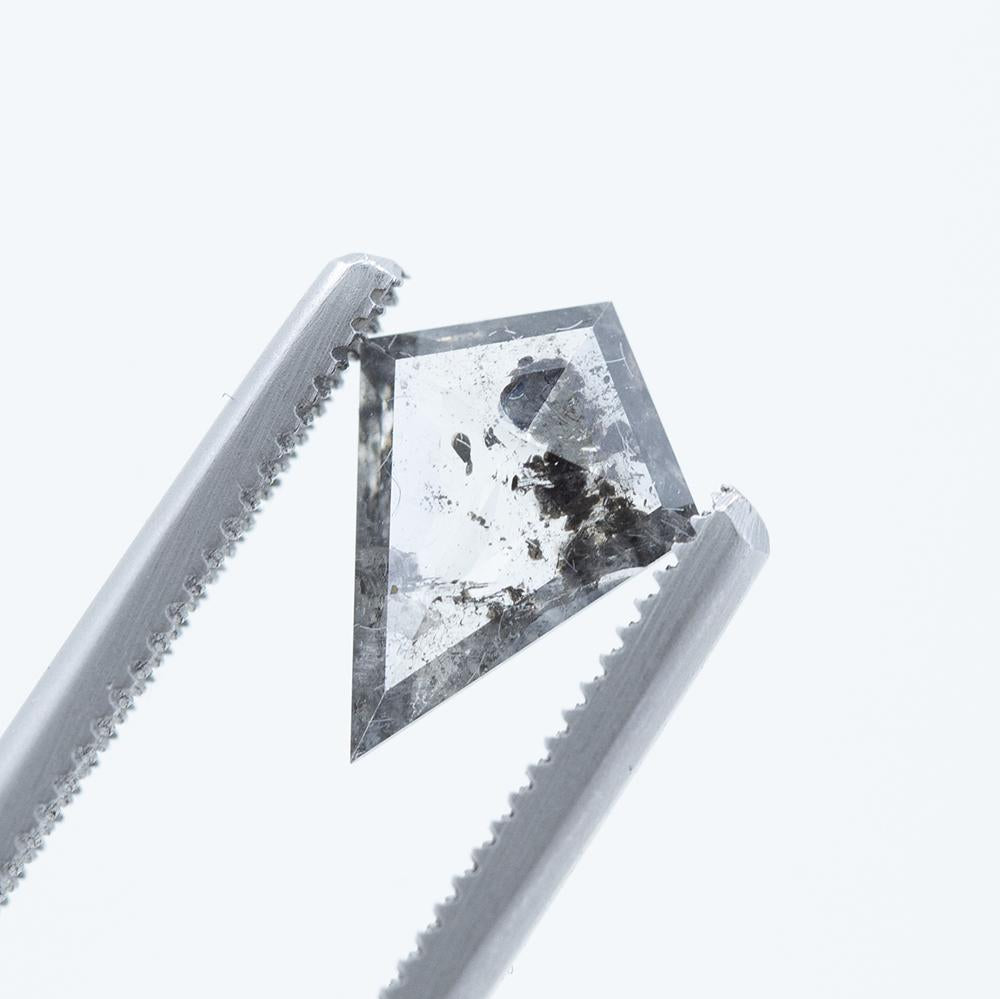 0.82CT KITE SALT AND PEPPER DIAMOND, CLEAR AND BLACK, 10.48X7.79MM