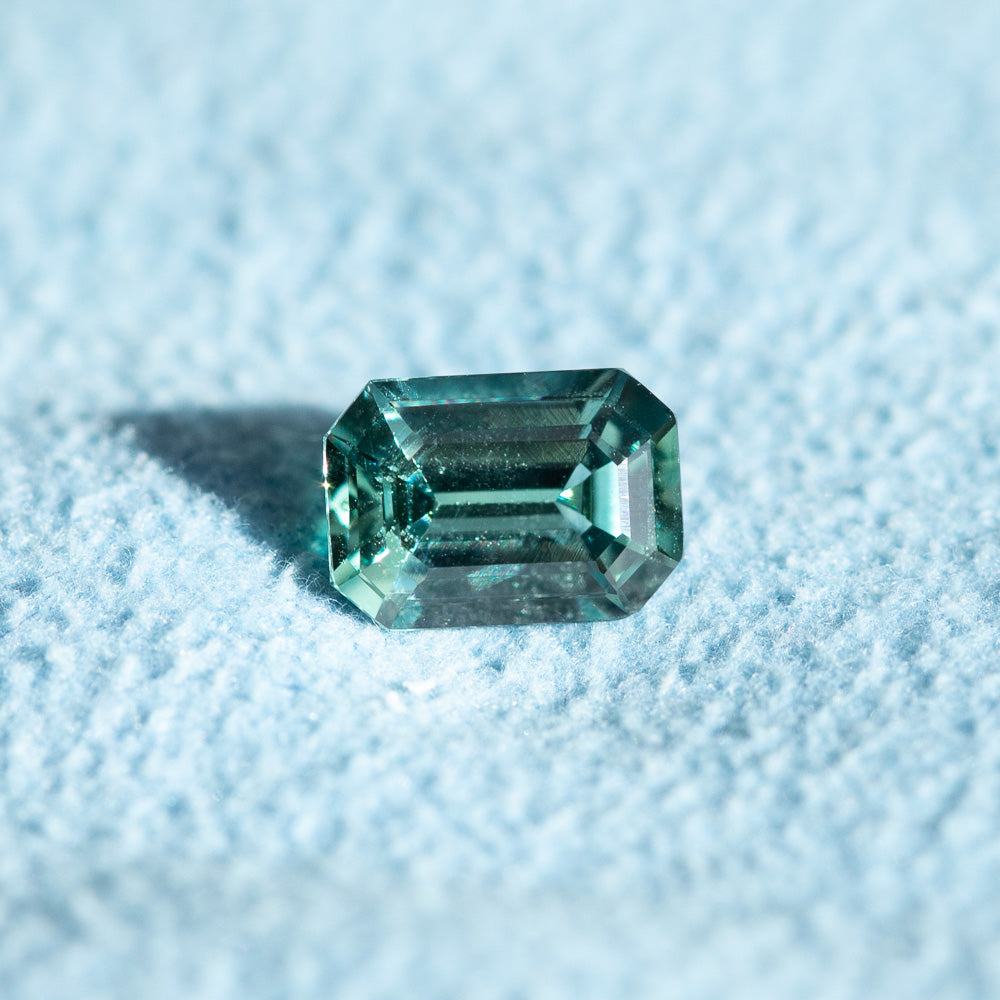1.05CT EMERALD CUT MONTANA SAPPHIRE, TEAL GREEN, 6.91X4.90X3.18MM, UNTREATED