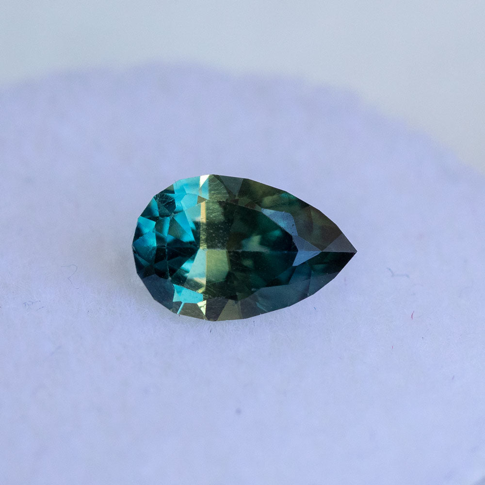 1.06CT AUSTRALIAN PEAR SAPPHIRE, PARTI DEEP TEAL BLUE GREEN, 8.09X5.18MM