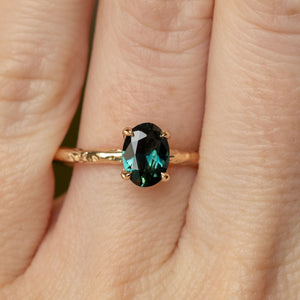 1.07ct Oval Australian Sapphire Evergreen Solitaire Ring in 14k Yellow Gold