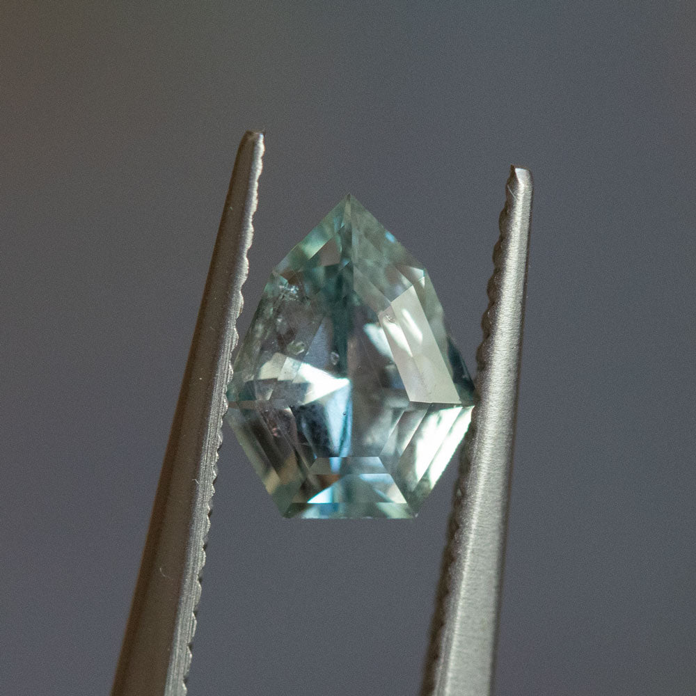 1.07CT SHIELD MONTANA SAPPHIRE, MINTY GREEN BLUE, 7.98X6.48MM, UNTREATED