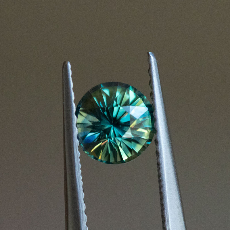 1.13CT ROUND MADAGASCAR SAPPHIRE, PARTI GREEN YELLOW BLUE, 6X4.3MM, UNHEATED