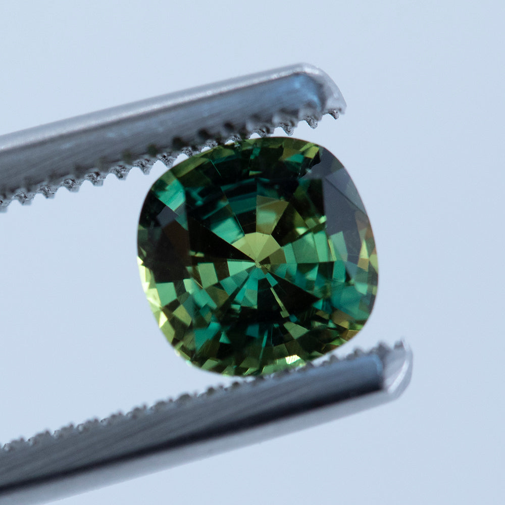 1.26CT CUSHION CUT AUSTRALIAN SAPPHIRE, PARTI GREEN YELLOW, 6.09X6.12MM