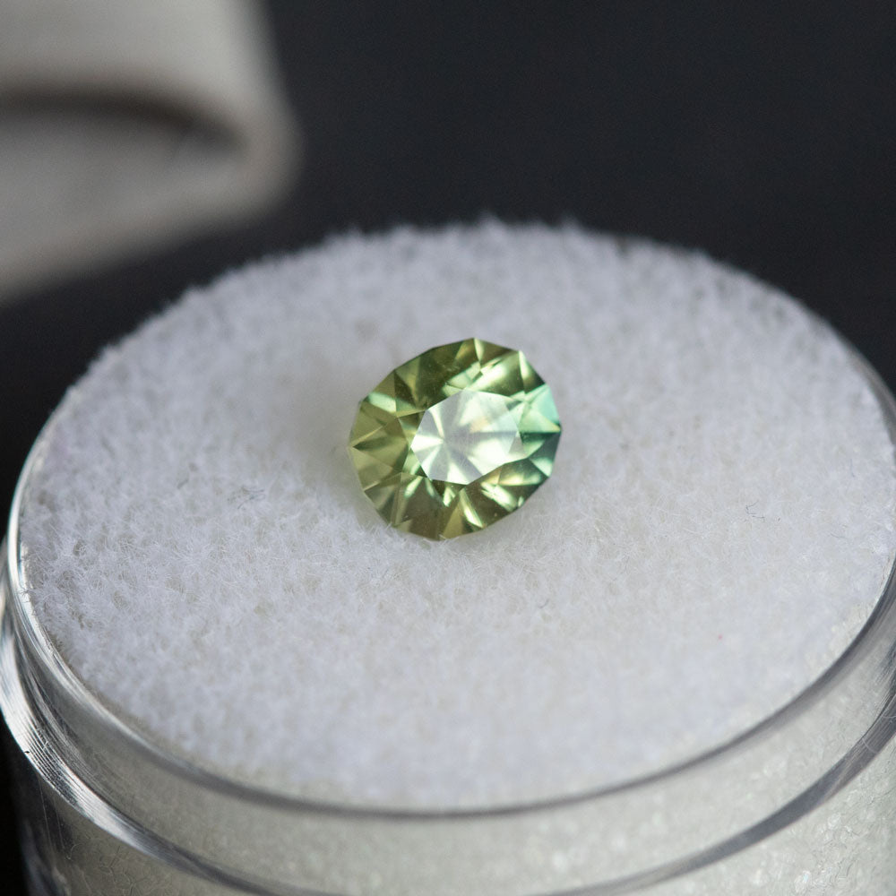 1.38CT OVAL AUSTRALIAN SAPPHIRE, PARTI BRIGHT LIME GREEN-YELLOW, 6.73X5.65MM