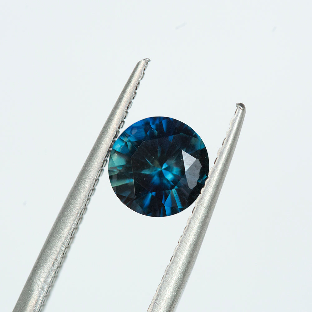 1.30CT ROUND AUSTRALIAN SAPPHIRE, BLUE AND TEAL, UNHEATED, 7MM