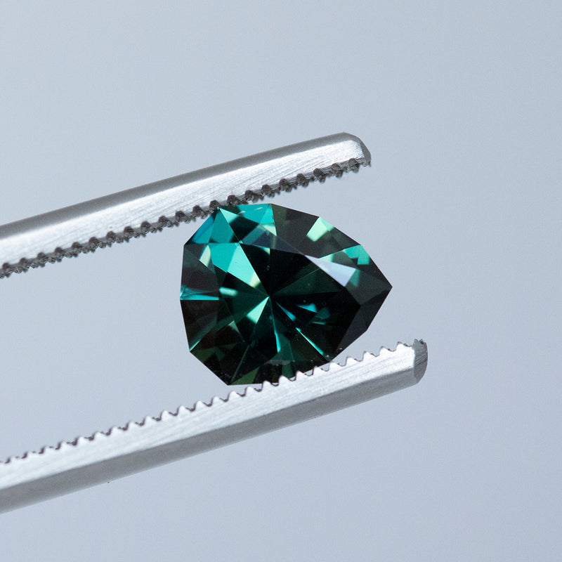 1.45CT TANZANIAN PEAR SAPPHIRE, COLOR SHIFTING TEAL TO PURPLE, UNHEATED, 7.8X6.6MM