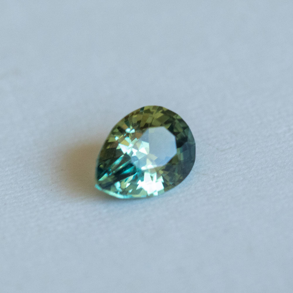 1.72CT PEAR NIGERIAN SAPPHIRE, PARTI GREEN BLUE, UNTREATED, 8.12X6.17MM