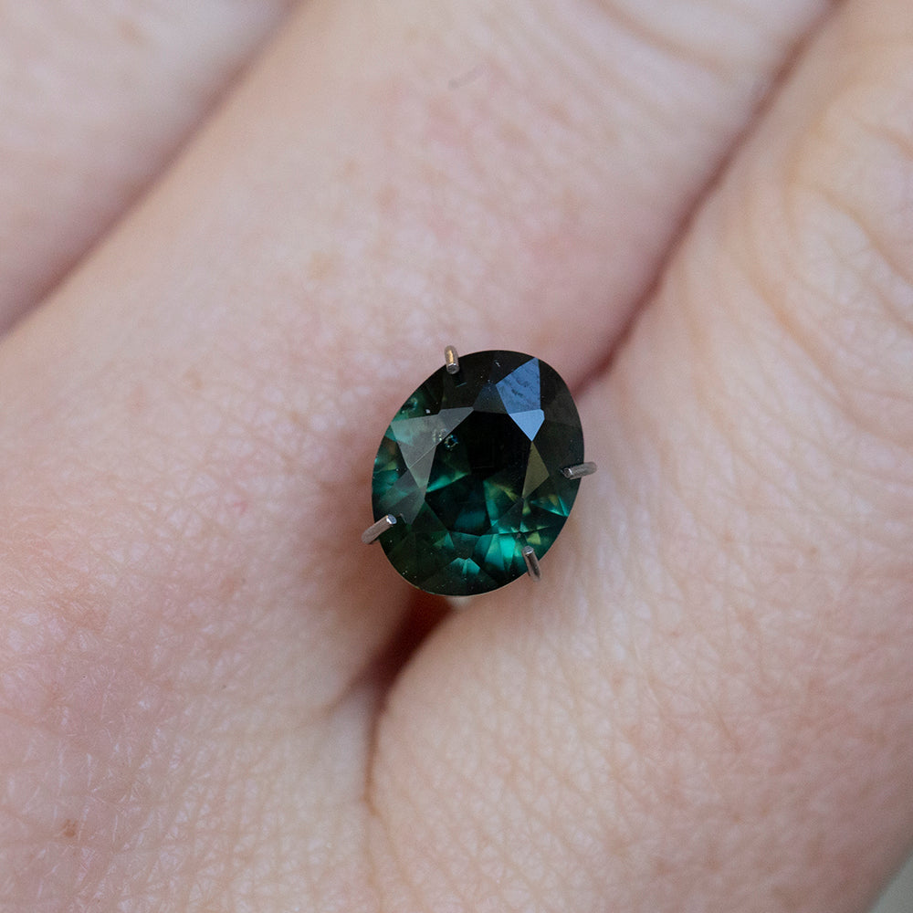 1.74CT OVAL NIGERIAN SAPPHIRE, DEEP GREEN WITH BLUE, UNTREATED, 8.2X6.4MM