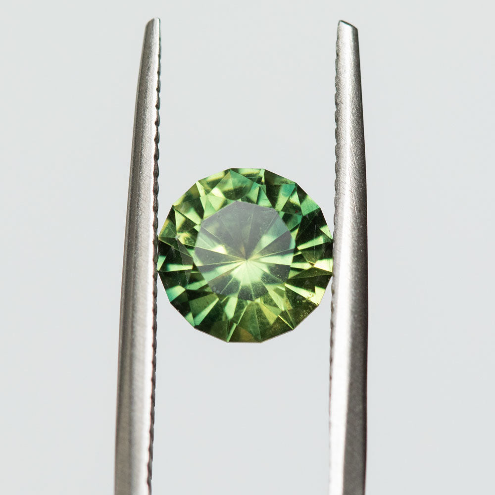 2.05CT ROUND AUSTRALIAN SAPPHIRE, BRIGHT SPRING GREEN, 7.50X4.80MM, UNTREATED