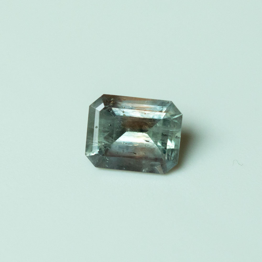 2.09CT EMERALD CUT MONTANA SAPPHIRE, MULTICOLOR GREY PURPLE PINK ORANGE, 8.02X6.31MM, UNTREATED