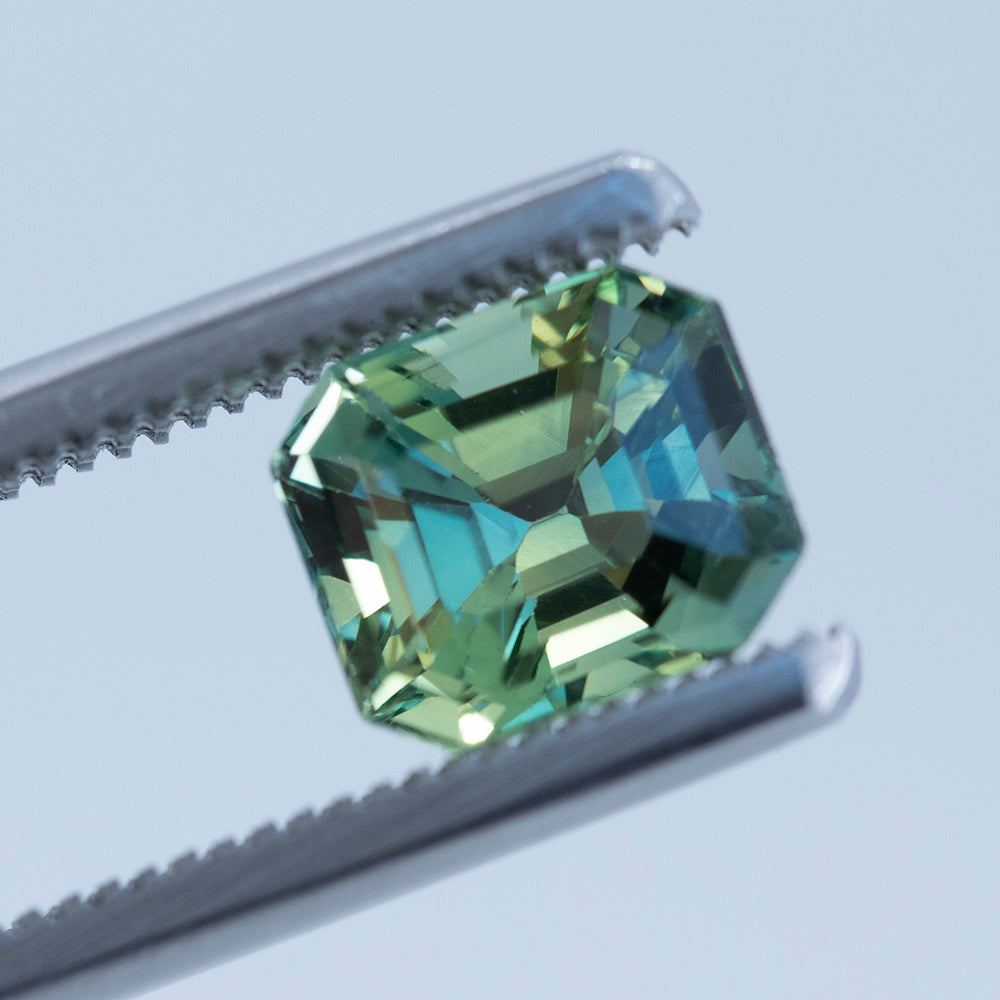 2.55CT EMERALD CUT MADAGASCAR SAPPHIRE, GREEN YELLOW PARTI, UNHEATED, 7.67X6.59MM