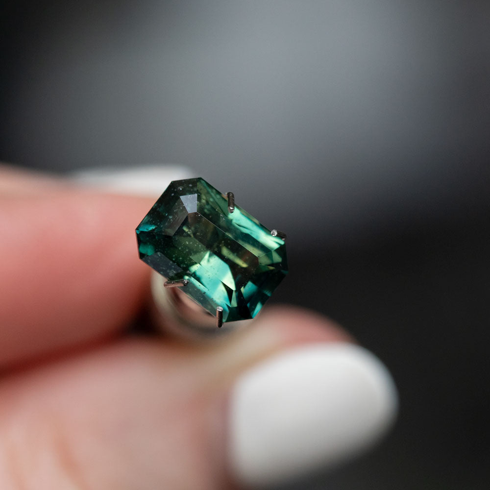 3.40CT RADIANT CUT TANZANIAN SAPPHIRE, PARTI GREEN YELLOW TEAL, 10X6.93, UNTREATED