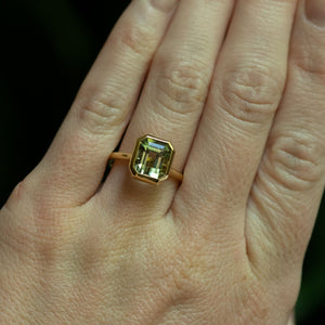 3.94ct Green Tourmaline Square Emerald Cut in 18k Yellow Gold Contemporary Bezel Setting
