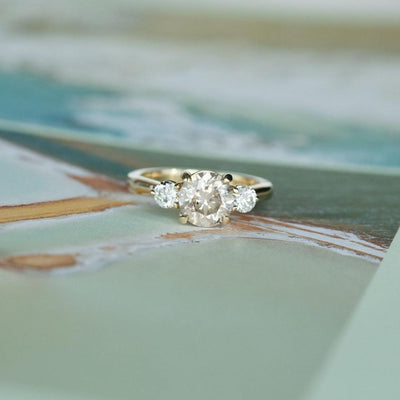 Round Diamond Three Stone Ring - Setting
