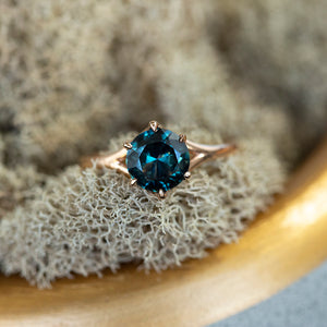 1.4ct Teal Nigerian Sapphire Low Profile Six Prong Split Shank Solitaire in 18k Rose Gold