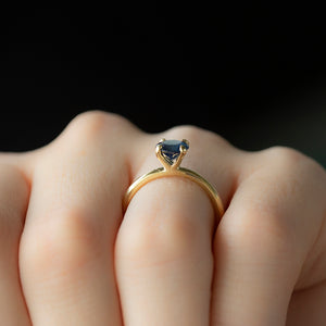 1.03ct Round Blue Sapphire Solitaire In 18k Yellow Gold