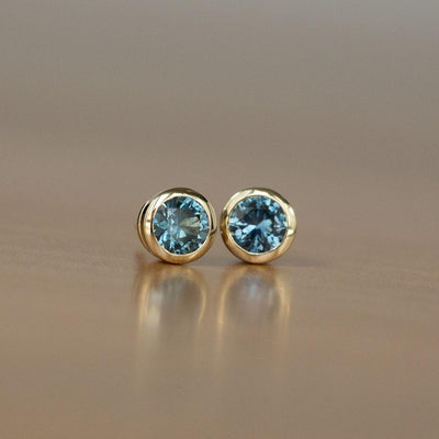 1.61ctw Round Montana Sapphire Yellow Gold Bezel Stud Earrings